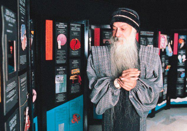 Osho visiting the Multiversity Plaza