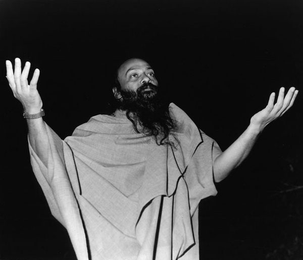 Osho leading a meditation