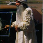Osho changing cars